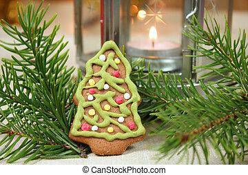 Gingerbread Christmas tree cookie.