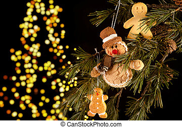 Gingerbread men in the tree - Real and fake gingerbread men...