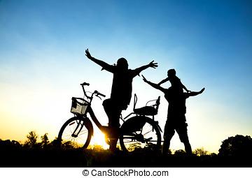 gioco madre, felice, padre, sunset., figlia, famiglia, parco, silhouette