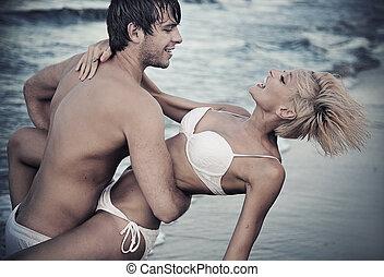 gioioso, coppia, spiaggia