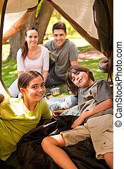 gioioso, famiglia campeggia, parco