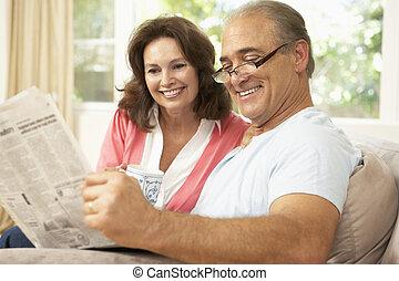 giornale, casa, coppia, lettura, anziano