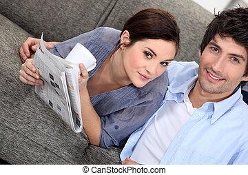 giornale, casa, coppia, lettura
