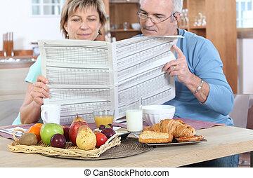 giornale, coppia, lettura, colazione