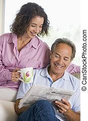 giornale, coppia, sorridente, rilassante