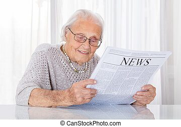 giornale, donna senior, lettura