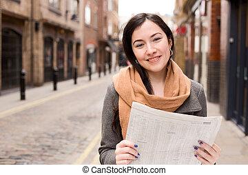 giornale, donna, strada, giovane, lettura