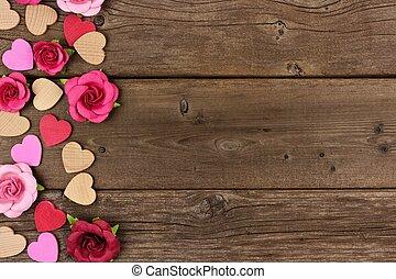 giorno valentines, lato, bordo, di, cuori, e, rose, contro, rustico, legno
