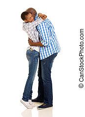 giovane, africano, agganciare abbracciare