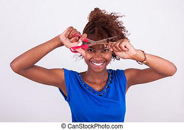 giovane, africano american donna, taglio, lei, frizzy, capelli afro, con, forbici, -, nero, persone