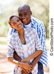 giovane, africano, coppia abbracciando