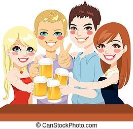 giovane, amici, birra, pane tostato