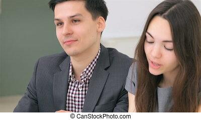 giovane, attraente, coppia, discutere