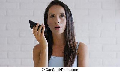 giovane, brunetta, registrazione, audio, messaggio
