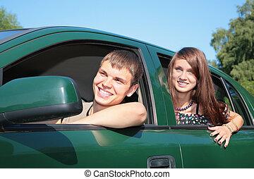 giovane coppia, automobile