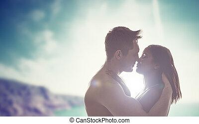 giovane coppia, baciare, retroilluminato, vicino, il, sole