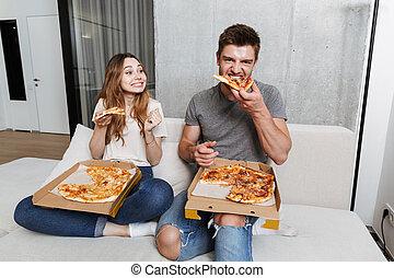 giovane coppia, mangiare, ammirato, pizza