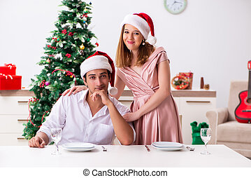 giovane coppia, preparando natale, pasto