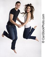 giovane coppia, salti, aria