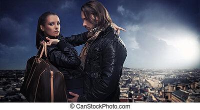 giovane coppia, sopra, città, fondo