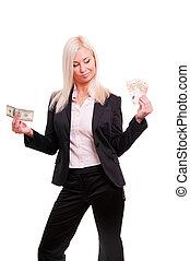 giovane, donna affari, presa a terra, euro, in, uno, mano, e, dollari, in, un altro