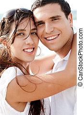 giovane, eachother, coppia felice, abbracciare