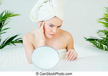 giovane guardare, specchio, donna