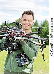 giovane, ingegnere, presa a terra, uav, elicottero