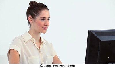 giovane, lavorando, uno, computer