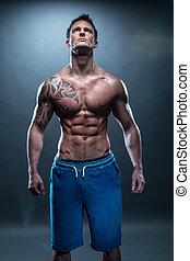 giovane, monokini, muscolare, su, dall'aspetto, splendido, uomo