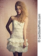giovane ragazza, in, bello, luminoso, vestire