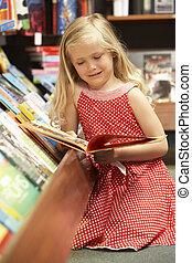 giovane ragazza, in, libreria