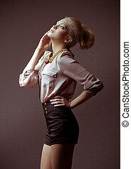 giovane ragazza, in, moda, vestiti