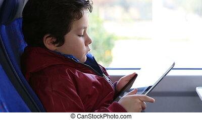 giovane ragazzo, con, tavoletta digitale