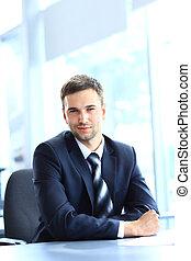 giovane, uomo affari, lavorativo, in, ufficio, sedendosi...