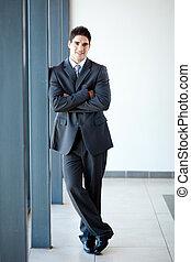 giovane, uomo affari, ritratto lunghezza pieno