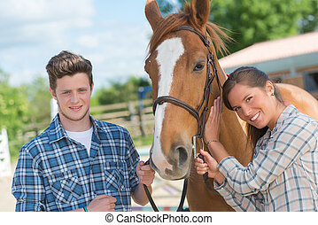 giovani adulti, con, uno, cavallo