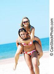 giovani donne, su, il, estate, spiaggia