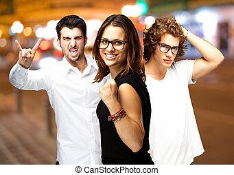 giovani persone, godere, a, città notte