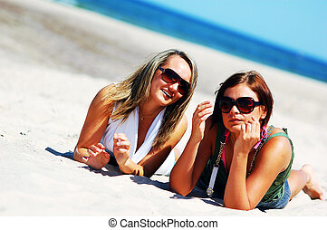 giovani ragazze, su, il, estate, spiaggia