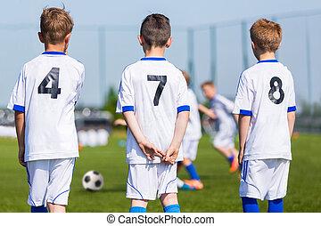 gioventù, calcio, team;, riserva, lettori, su, uno, bench;, ragazzi, pronto, giocare, suonare, recitare, europeo, football, match.