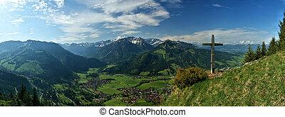 Gipfelkreuz am Hirschberg - Ausblick auf die Allgaeuer Alpen...