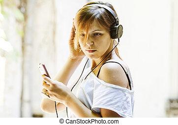 girl, à, écouteurs