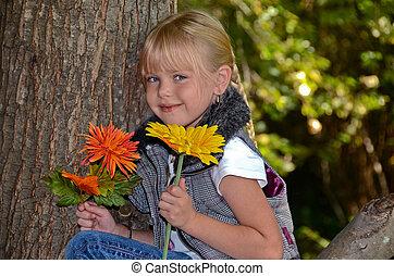girl, à, automne, fleurs