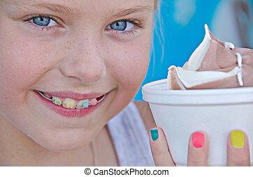 girl, à, orthodontique, sourire