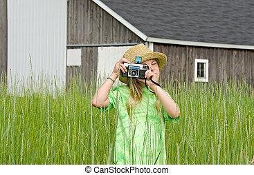 girl, à, retro, appareil photo