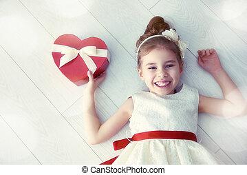 girl, à, rouges, boîte-cadeau