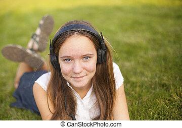 girl, écouteurs, jeune, joli, musique, outdoors., apprécie