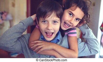 girl, étreindre, frère, cri, garçon, bonheur, soeur