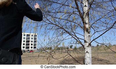 girl birch buds